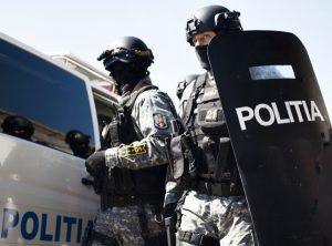 politisti perchezitii